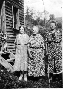 Florence Collier Merica, Annie Collier Harris, Emma Collier Merica at mother Mary Meadows Collier's home, Jollett Hollow VA, c.1920