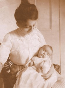 Peg Berryman and Priscilla 1908 sepia
